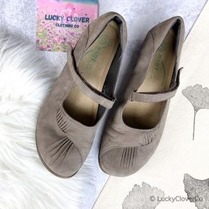 Naot   Grey Mary Jane Adjustable Strap Shoes 10.5